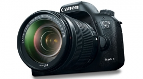 CANON EOS 7D MARK II 18-135IS STM